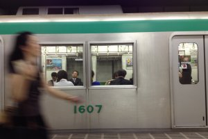 Go with the flow and take a subway with the locals and avoid the crowded buses to Nijo or Sanjo