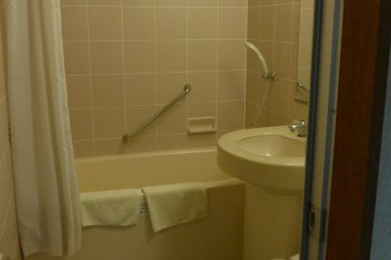 <p>Some rooms come with a bath.</p>
