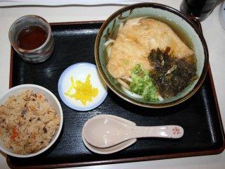 Порция удона с жареным тофу