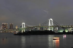 At nearby Odaiba, you can also see the illumination of the Rainbow Bridge at night.