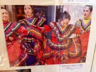 Я не застала настоящих танцовщиц в народных костюмах, так что пришлось довольствоваться фото с прошлого года