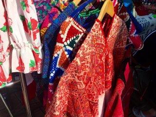 Пончо - традиционная латиноамериканская одежда, но в первую очередь в нем изображают мексиканцев