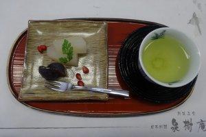 Green tea and a tasty dessert