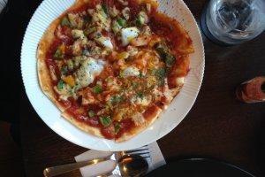 Pizza khas Deux Cafe yang nikmat