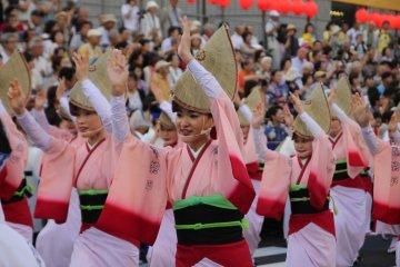 เทศกาล Awa Odori แห่งเมืองโทะคุชิมะ