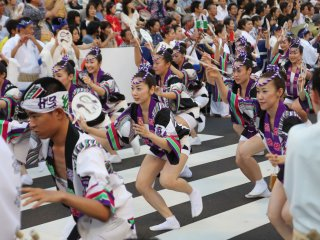Happi Odori (Dance of women wearing Happi)