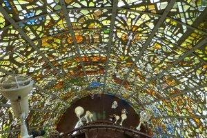 高さ18mの塔の内部 『幸せを呼ぶシンフォニー彫刻』 ガブリエル・ロアール
