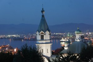 Night view from the foot of Mt.Hakodate, with the Russian Orthodox Church and the port in the background.