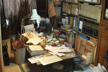<p>Iwama Susumu&#39;s tiny workshop</p>
