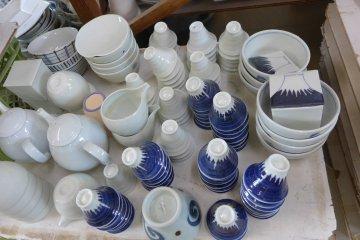<p>Tableware made at Toutou-Ao</p>
