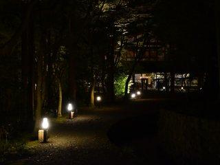 Pemandangan malam hari dari Wakadori