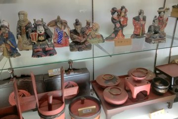 <p>Inside the folk museum there are traditional utensils and dolls from Togakushi villages</p>