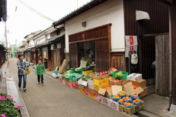 <p>This store has sold fruit and other wares since the founding of Imai-cho</p>