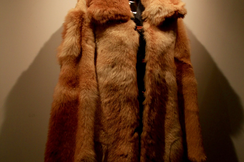Mantel bulu terbuat dari bulu anjing