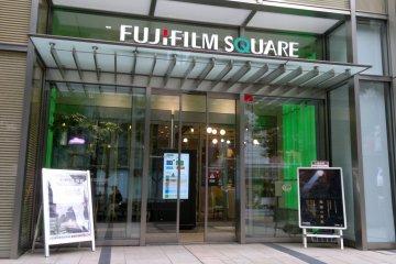 Di dalam Fujifilm Square