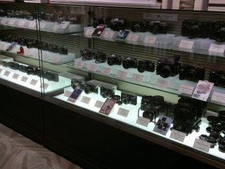 Museum adalah bagian permanen yang menampilkan semua kamera Fujifilm dari waktu ke waktu.