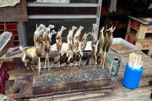Shioyaki: cá ướp muối, xiên tre, nướng than