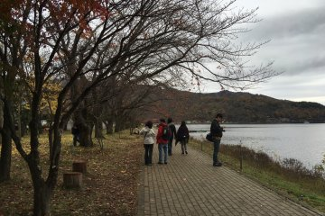<p>Leaves near the lake fell off early due to 3 days of continuous rainfall.</p>