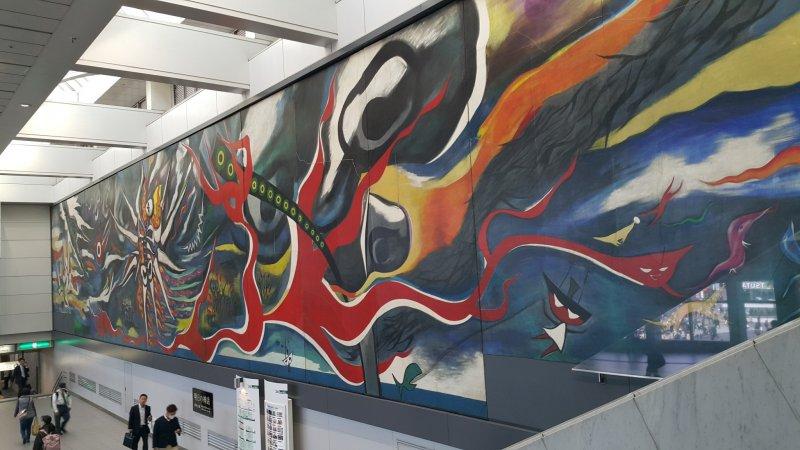 <p>시부야 역, JR과 케이오 이노가시라 선 연결 통로의 한 벽을 장식하고 있는 거대한 작품, &#39;내일의 신화&#39;</p>