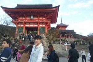 ทางขึ้น วัดคิโยมิสึเดระ (清水寺 Kiyomizu-dera)