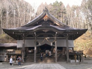 Main hall of Chusha Shrine.