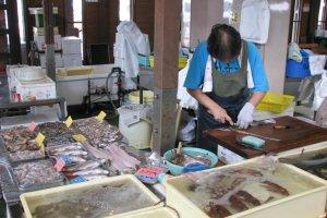 The fish market in Hinase, Bizen City, Okayama