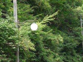 โคมไฟต่างสมัยที่ยังคงทำงานอยู่