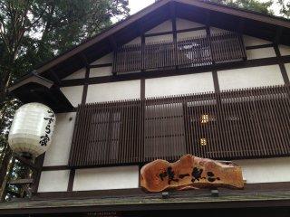 Nhà hàng mì soba Uzuraya nằm ở trung tâm ngôi làng Togakushi