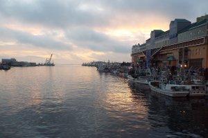 Hoàng hôn Kushiro gần bến cảng