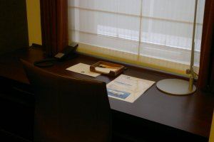 A big working desk, suits well with business travelers with a lot of working necessities
