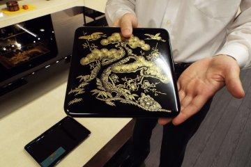 Shioyasu displaying piece with gold filling