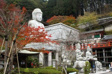 <p>The seated Buddha statue and the stone sanctuary, both were carved in India and presented to Tsubosaka Temple in recognition and gratitude for its contributions to helping to eradicate leprosy in India.</p>