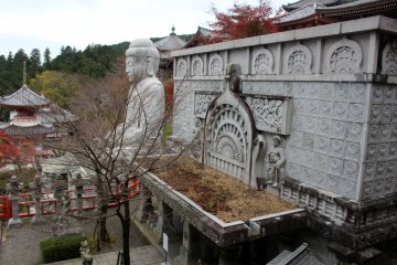 <p>The great stone hall and the seated Buddha.</p>