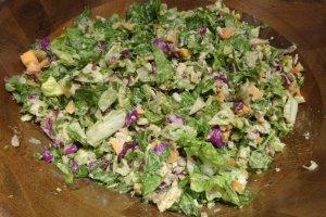 Các món salad Cal-Mex, với rau xanh và gà nướng với giấm mật on