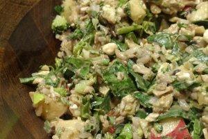Maverick, một món salad của gạo hoang dã và rau bina, với gà nướng, feta và táo