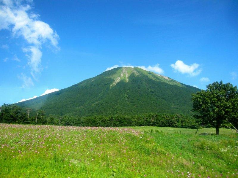 <p>ภูเขาไดเซนจากรถบัสสายวนรอบไดเซน</p>
