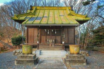 Святилище Котохира с его зеленоватой крышей