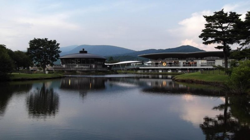 <p>Shopping center or country club? Looking across the miniature lake to the New East wing</p>