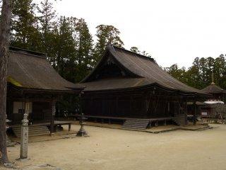 หนึ่งในอาคารเก่าแก่ของวัดคอนโกะบุ-จิ
