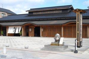 Semua hotel di Wakura memiliki onsen di dalam bangunannya hingga onsen umum