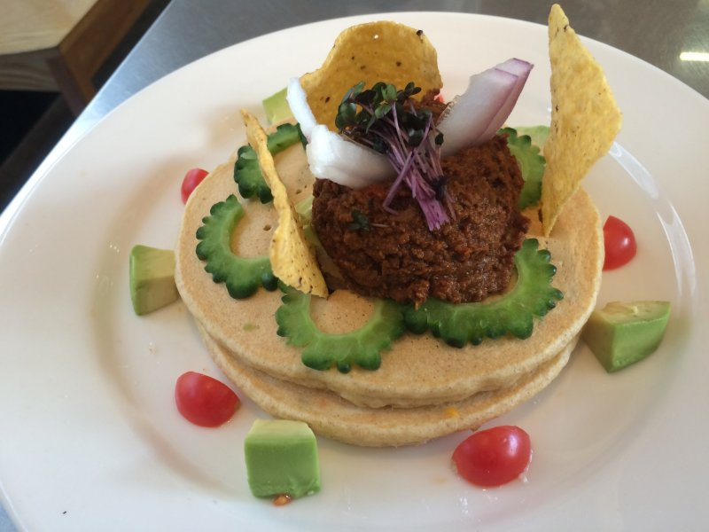 <p>Savory pancake lunch at Rainbow Pancake in Omotesando.</p>