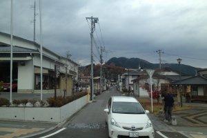 Kota Nikko dengan perbukitan dan Gunung Nantai yang mengelilinginya.