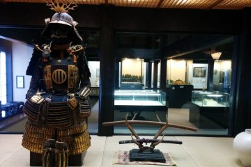 <p>Armor and sword in the museum</p>
