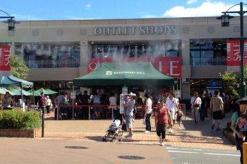 Outlet购物中心远离闹市去,可以边静心边购物咯