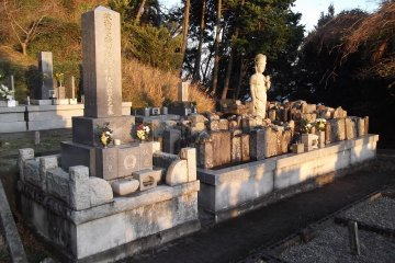 <p>The walk takes you through a temple graveyard</p>