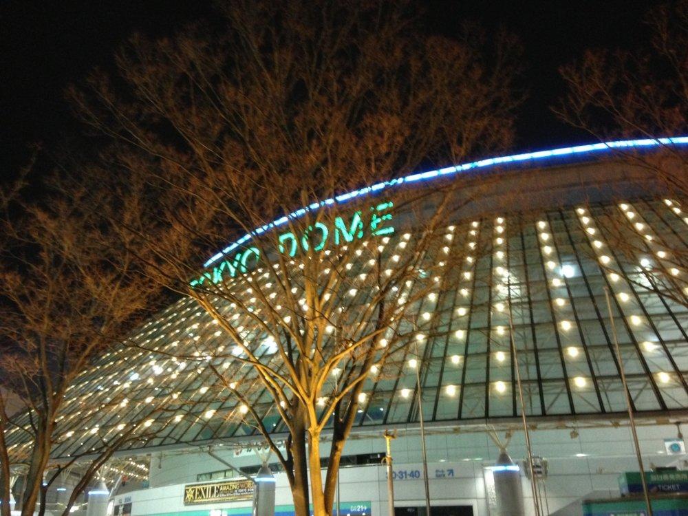 Tokyo Dome yang bercahaya