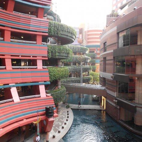 Exploring Canal City Hakata