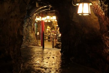 A glimpse toward the cavern housing the goddess, Benzaiten.