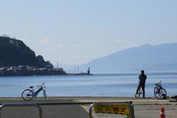 Go cycling around Ine Bay