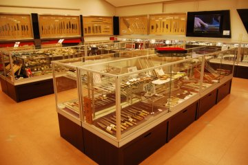 Great selection of knives at the Sakai HAMONO Museum, to look at or to buy